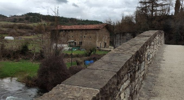Foto: Puente y Posada Zubiri